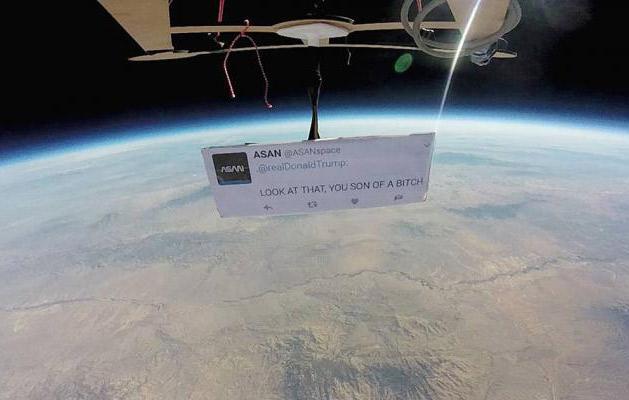 La primera protesta en el espacio es contra Donald Trump