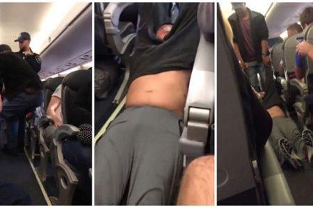 Bajan arrastrando a pasajero de avión de United Airlines (VIDEOS)
