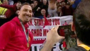 Fan pide a Ibrahimovic quedarse en Manchester y le ofrece a su esposa