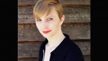 Chelsea Manning muestra su imagen como mujer tras salir de prisión