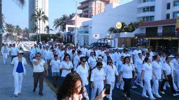Marchan médicos en protesta por inseguridad en Sinaloa
