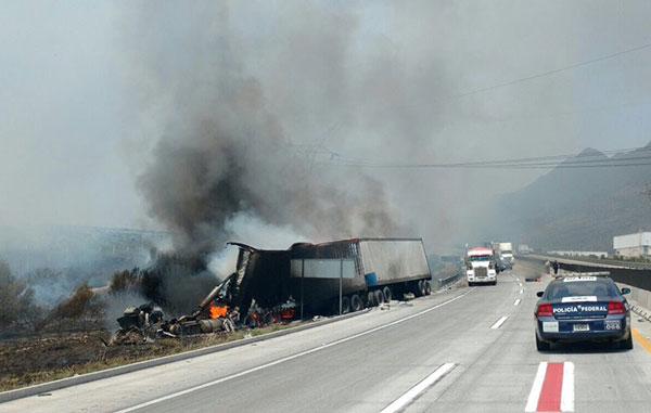 Muere uno tras choque en autopista Saltillo-Monterrey