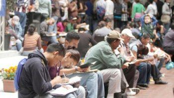 Tasa de desocupación laboral baja 3 décimas en abril: Inegi
