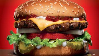 Carl´s Jr. venderá hamburguesas a un peso