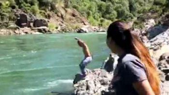 La muerte de un joven excursionista es grabada por sus amigos (VIDEO)