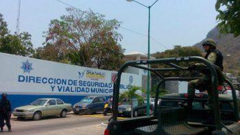 Fiscalía de Guerrero libera a 31 policías de Zihuatanejo