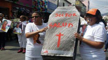 Protestan frente al Congreso de Chiapas en apoyo a enfermeras