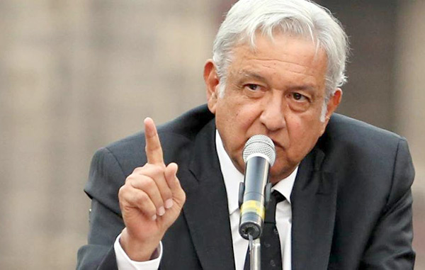 Lanzan huevo a López Obrador al terminar mitin en Veracruz