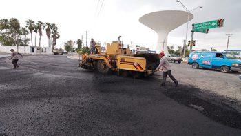 Despliega Matamoros maquinaria y equipo para pavimentación y bacheo de calles