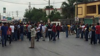 Choferes de taxis 'pirata' protestan por decomisos en Reynosa