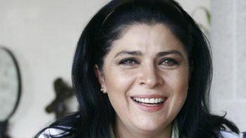 Victoria Ruffo recorta a Derbez de foto y la critican