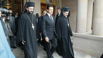 EPN realiza guardia de honor en funeral del arzobispo Chedraoui
