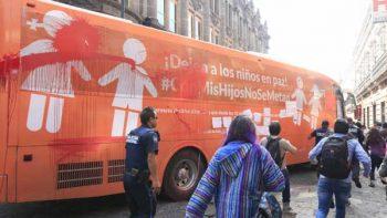 Dañan 'Autobús por la Libertad' en el zócalo de la ciudad de Puebla