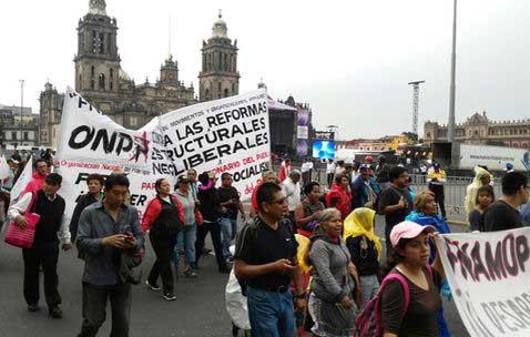 Manifestantes recuerdan 'El Halconazo' con mitin en el Zócalo