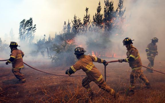 Portugal lucha por controlar el incendio más mortal de su historia