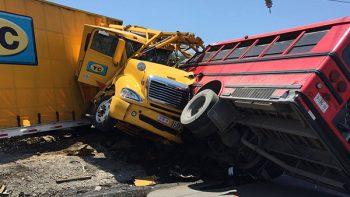 Muere chofer en choque entre transporte de pasajeros y tráiler