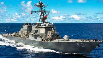 Barco militar de EEUU choca contra buque mercante frente a Japón