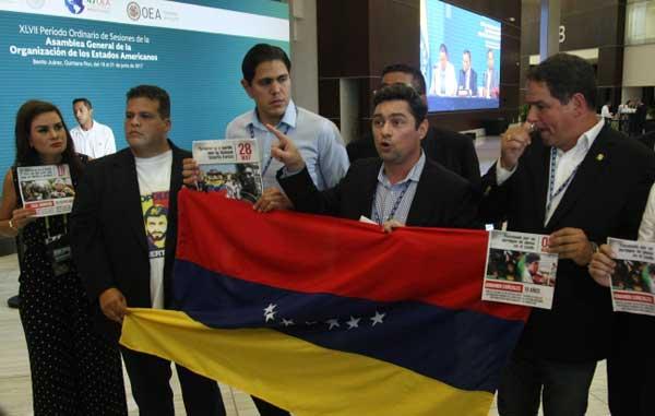 Asamblea de la OEA rechaza resoluciones de Venezuela sobre Ayotzinapa y muro