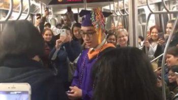 Graduado no logra llegar a su ceremonia pero los pasajeros del metro le dieron una sorpresa