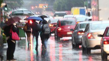 Ondas tropicales 8 y 9 mantendrán tormentas fuertes en México