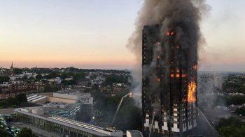 Suman 30 muertos por incendio de edificio en Londres; Isabel II y el príncipe Guillermo visitan a víctimas