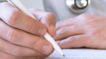 Proponen endurecer sanciones a médicos que presten servicio sin certificación