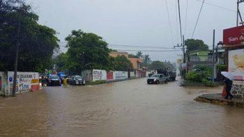 Tormenta tropical 'Calvin' toca tierra en Oaxaca