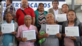 Gobierno federal entrega certificados de primaria y secundaria a repatriados