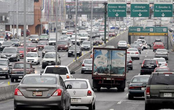 NL buscará bajar delincuencia cobrando a vehículos con placas foráneas