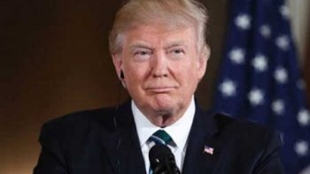 Renueva Trump críticas a demócratas por reforma al sistema de salud
