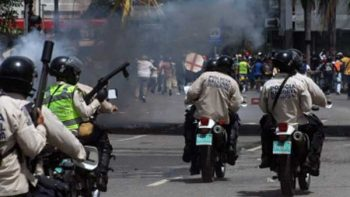 Oposición venezolana realiza 'trancazo' en nueva protesta contra Maduro