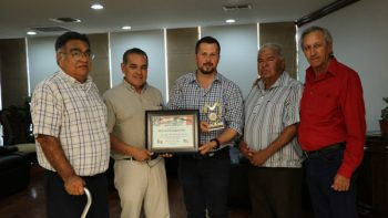Asociación de Veteranos reconoce labor de Juan Diego Guajardo Anzaldúa.