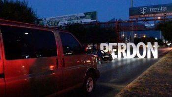 Bloquean avenida Lázaro Cárdenas para pedir perdón