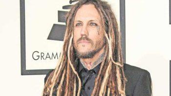 Guitarrista de Korn llama cobarde a Bennington