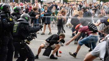 Autoridades alemanas condenan actos de violencia en Hamburgo