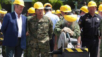 Acude 'El Bronco' a la destrucción de armas en el Campo Militar en Reynosa.