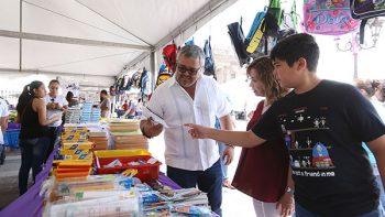 Acuden padres de familia a Feria del Ahorro Escolar en Monterrey