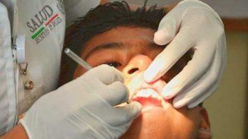Estudiante mexicana crea goma de mascar que ayuda a controlar la caries