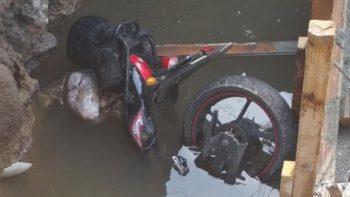 Motociclista muere tras caer en un socavón en Chalco
