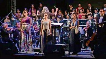 Cantan 'Despacito' en festival de ópera
