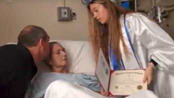 Dos días antes de morir le cumplen el deseo de ver graduarse a su hija (VIDEO)