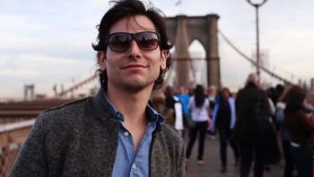 Alan Estrada, al millón de seguidores con sus viajes por el mundo