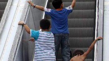 Bebé de 3 meses se lesiona en escaleras eléctricas