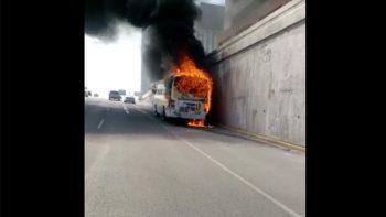 Se incendia camión en Constitución