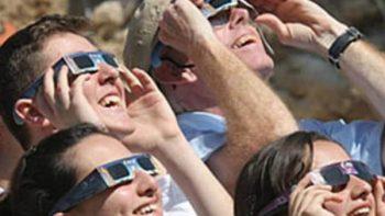 Conoce los lentes especiales para ver el Eclipse Solar