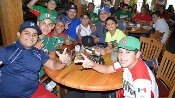 Reunidos para apoyar a la Treviño Kelly que hoy es México