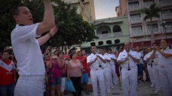 Marinos sorprenden con flashmobs en el puerto de Veracruz