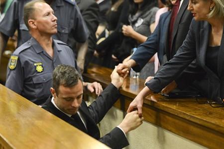Oscar Pistorius sale de la cárcel