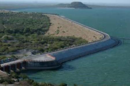Desfogue de presa El Cuchillo asegura agua para riego