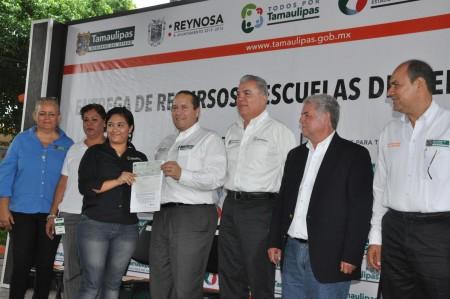 Entrega Pepe Elías más recursos a escuelas de Reynosa; video